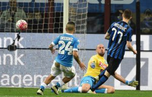 Inter's Marcelo Brozovic (R) scores the goal during the Italian Serie A soccer match Inter FC vs SSC Napoli at Giuseppe Meazza stadium in Milan, Italy, 16 April 2016. ANSA/DANIEL DAL ZENNARO