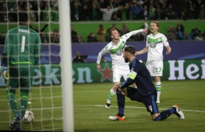 Wolfsburg's Maximilian Arnold, center, celebrates after scoring his side's second goal during the Champions League first leg quarterfinal soccer match between VfL Wolfsburg and Real Madrid in Wolfsburg, Germany, Wednesday, April 6, 2016. (ANSA/AP Photo/Michael Sohn)