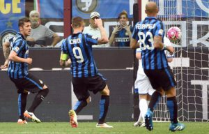Inter Milan's forward Mauro Emanuel Icardi (C) scores the 1-0 lead during the Serie A soccer match between Inter Milan and Empoli at the Giuseppe Meazza stadium in Milan, Italy, 7 May 2016. Ansa/ Daniel Dal Zennaro