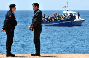 ansa - sbarchi lampedusa - ansa - sbarchi - A boat with more immigrants aboard arriving on the italian island of Lampedusa, southern Italy, on April 9, 2011.   ANSA / ETTORE FERRARI