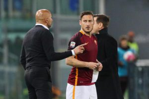 Roma's coach Luciano Spalletti (L) and Roma's captain Francesco Totti during the Italian Serie A soccer match AS Roma vs Bologna FC at Olimpico stadium in Rome, Italy, 11 April 2016.  ANSA/ALESSANDRO DI MEO