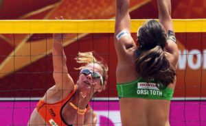 Danielle Remmers (L) of the Netherlands in action against the Italy's Viktoria Orsi Toth (R) during their second round match of the Beach Volleyball World Championships 2015 in Rotterdam, Netherlands, 29 June 2015.  EPA/RONALD SPEIJER