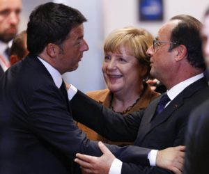 Italian Prime Minister Matteo Renzi  Germany (L-R), German Chancellor Angela Merkel, and French President Francois Hollande arrive at the start of an extraordinary EU Summit  on the current migration and refugees crisis in Europe, in Brussels, Belgium, 23 September 2015. EPA/OLIVIER HOSLET