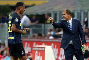 Inter's coach Frank De Boer talks with his player Senna Miangue during the Italian Serie A soccer match FC Inter vs US Palermo at Giuseppe Meazza stadium in Milan, Italy, 28 August 2016. ANSA/MATTEO BAZZI