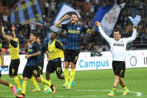 Inter Milan's players celebrate at the end of the Serie A soccer match between Inter Milan and Juventus at the Giuseppe Meazza stadium in Milan, Italy, 18 September 2016. Ansa/Daniel Dal Zennaro