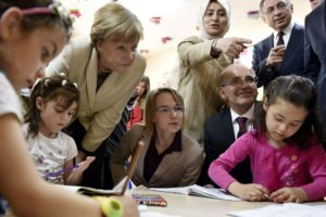 A handout picture provided by the German Federal Government shows German Chancellor Angela Merkel (L) as she visits a pre-school class at the Nizip I refugee camp in Gaziantep, Turkey, 23 April 2016. ANSA/STEFFEN KUGLER/GERMAN FEDERAL GOVERNMENT/