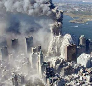 Una tragica immagine dell'attentato terroristico di matrice islamica alle Twin Towers, l'11 settembre 2001, a New York (Usa). ANSA/  New York Police Department.