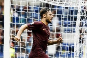 Roma's Francesco Totti jubilates after scoring on penalty the goal during the Italian Serie A soccer match AS Roma vs UC Sampdoria at Olimpico stadium in Rome, Italy, 11 September 2016.  ANSA/ANGELO CARCONI