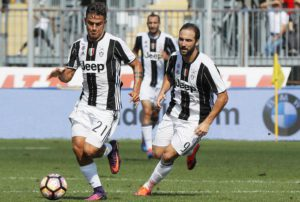 Juventus' Paulo Dybala (L) and teammate Gonzalo Higuain in action during the Italian Serie A soccer match Empoli FC vs Juventus FC at Carlo Castellani stadium in Empoli, Italy, 02 October 2016. ANSA/FABIO MUZZI