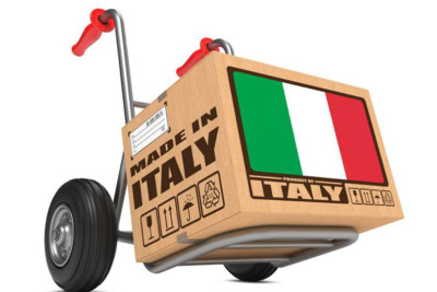 Una cassa su un carrello con la scritta Made in Italy e bandiera italiana