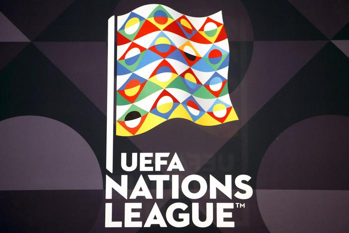 Una bandiera con il logo della UEFA Nations League