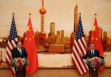 Pompeo sigla l'intesa in Cina.