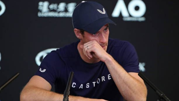 Murray in lacrime durante la conferenza stampa.