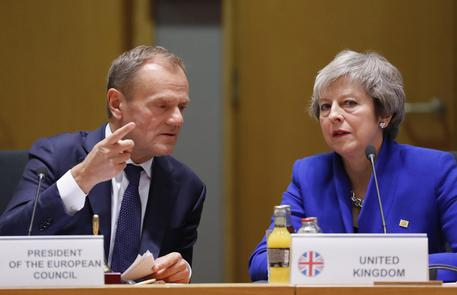 Il presidente del Consiglio Europeo, Donald Tusk e la primo ministro inglese Theresa May. No deal