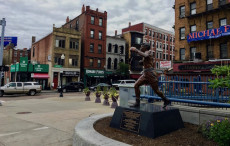North End, la tipica zona italiana di Boston con la statua del pugile Tony DeMarco.