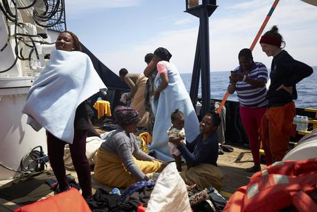Migranti a bordo della Sea Eye.