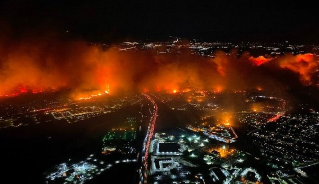 Usa, grave incendio a Los Angeles, un morto e 100mila evacuati